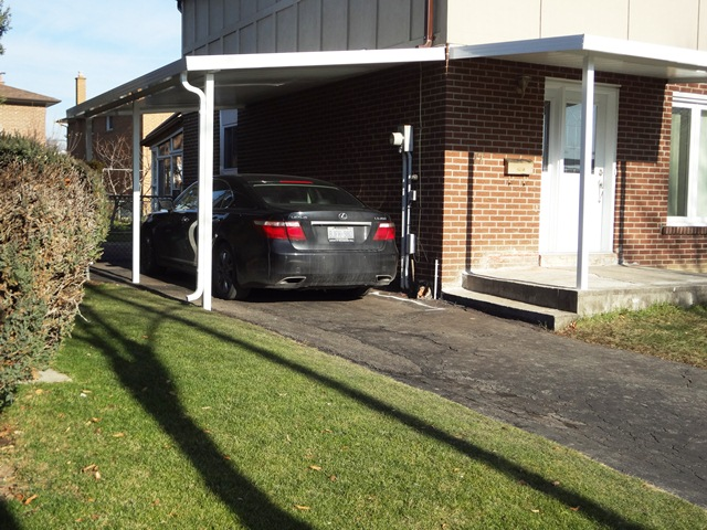 Lean-to carport