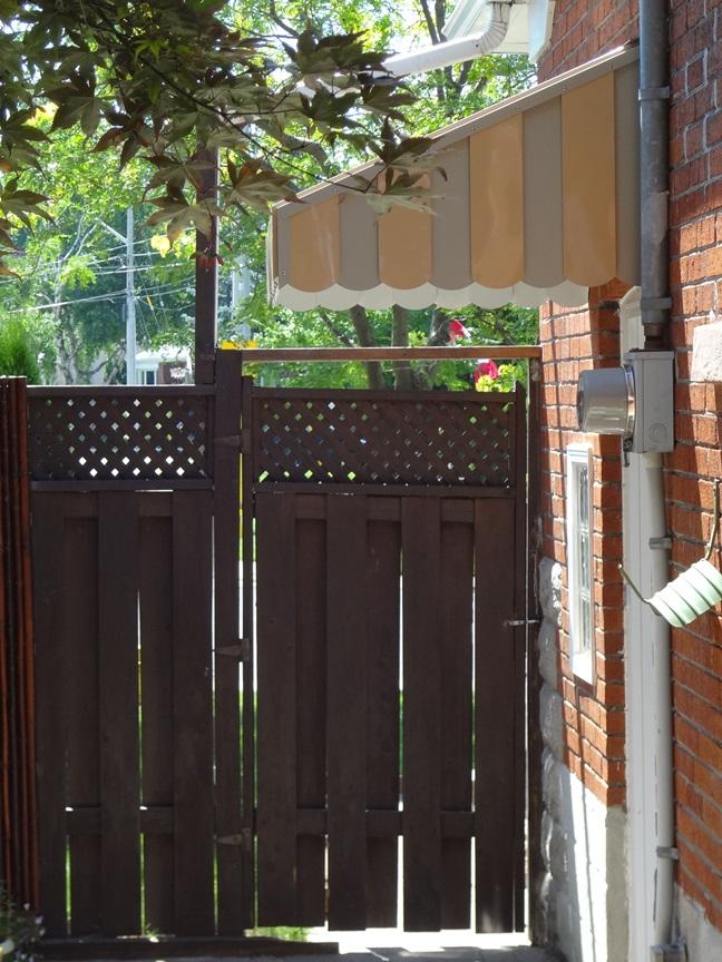 Side door hood
