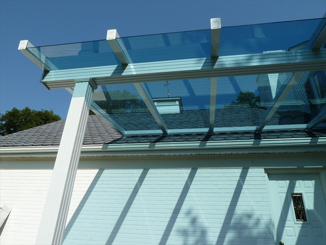 Clear glass canopy roof detail
