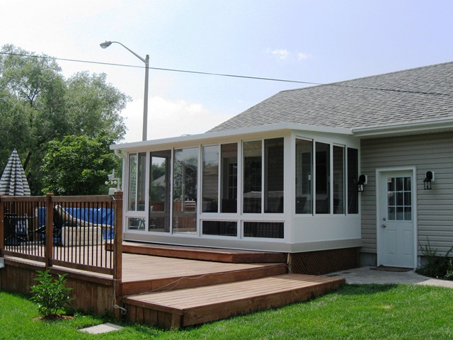 Three seasons aluminum sunroom