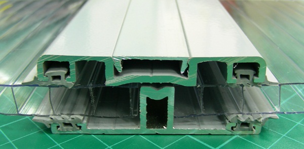 aluminum connector for polycarbonate sheets