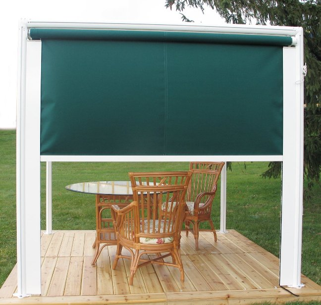 free standing pergola with privacy screen